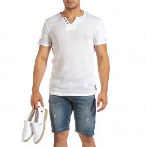 Текстурирана бяла тениска с копчета