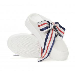 Дамски бели спортни чехли със сатенени връзки. Размер 39 2