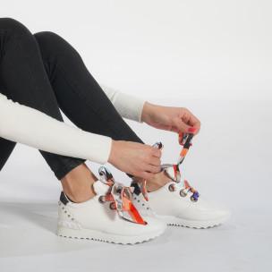 Дамски бели маратонки със сатенени връзки 2