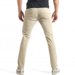 Мъжки панталон в цвят каки с малки детайли по плата  2
