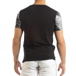 Мъжка тениска в черно с фигурален принт  2