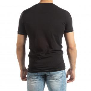 Мъжка тениска в черно с гумиран принт  2