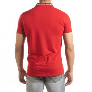 Червена мъжка тениска с принт на яката 2