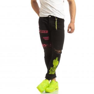 Скъсани мъжки черни дънки с цветен принт