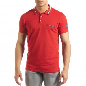 Червена мъжка тениска с принт на яката