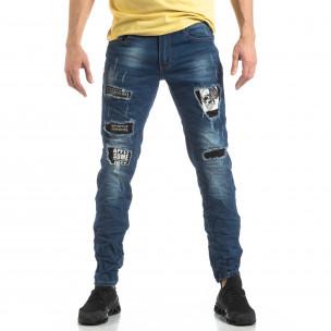 Намачкани сини дънки с принт кръпки  2