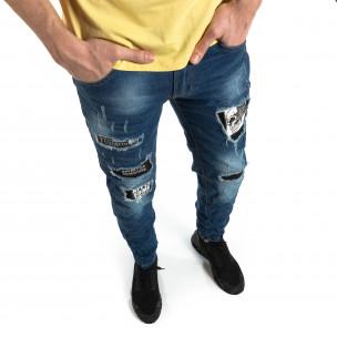 Намачкани сини дънки с принт кръпки