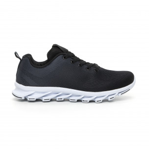 Черни мъжки маратонки с релефна подметка