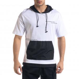 Мъжка тениска в бяло и черно с качулка