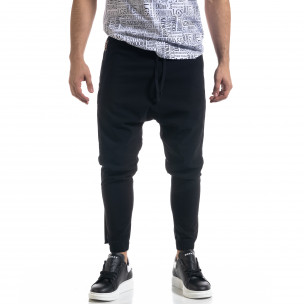 Лек мъжки панталон в черно с акценти