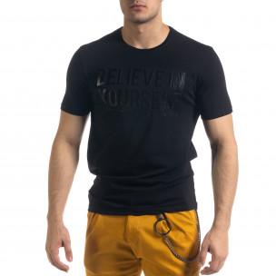 Мъжка тениска в черно гумиран принт