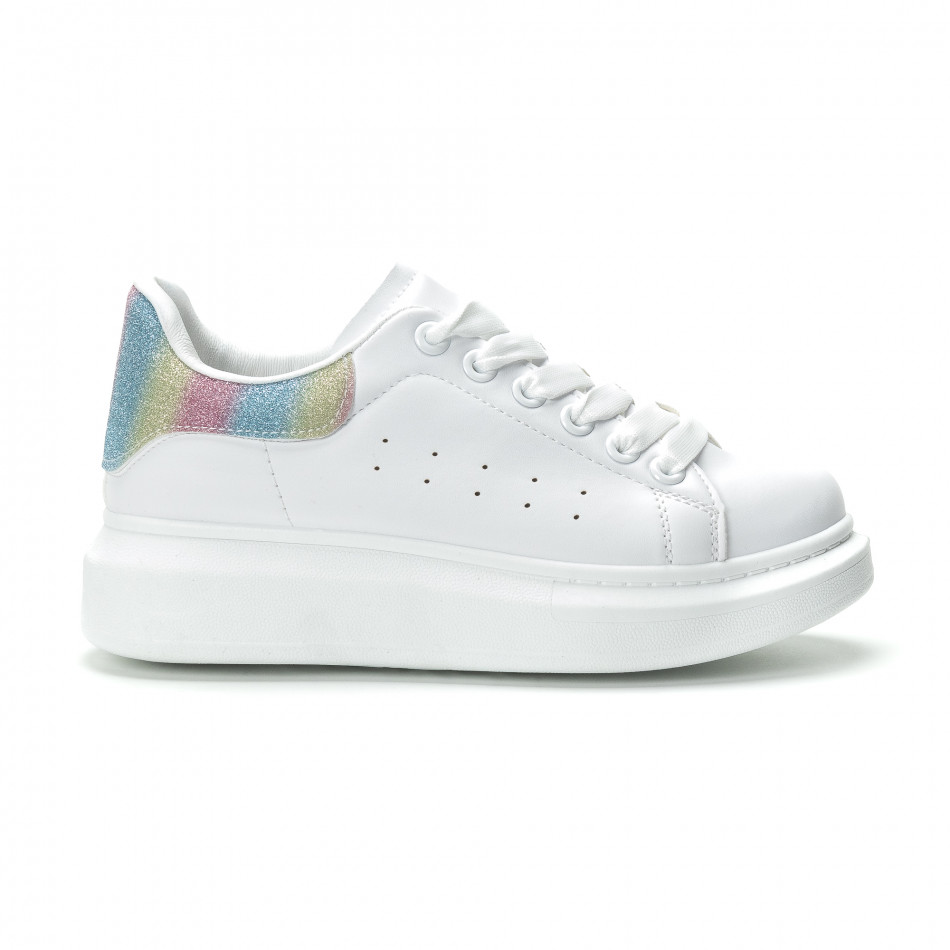 ca66afba135 Γυναικεία λευκά sneakers με πολύχρωμη λεπτομέρεια