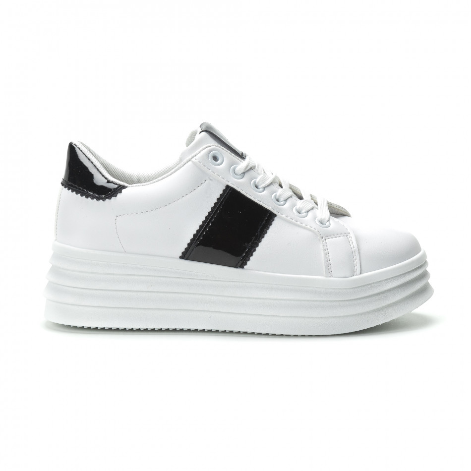 Γυναικεία λευκά sneakers με λεπτομέρειες από λουστρίνι d54a07708d7