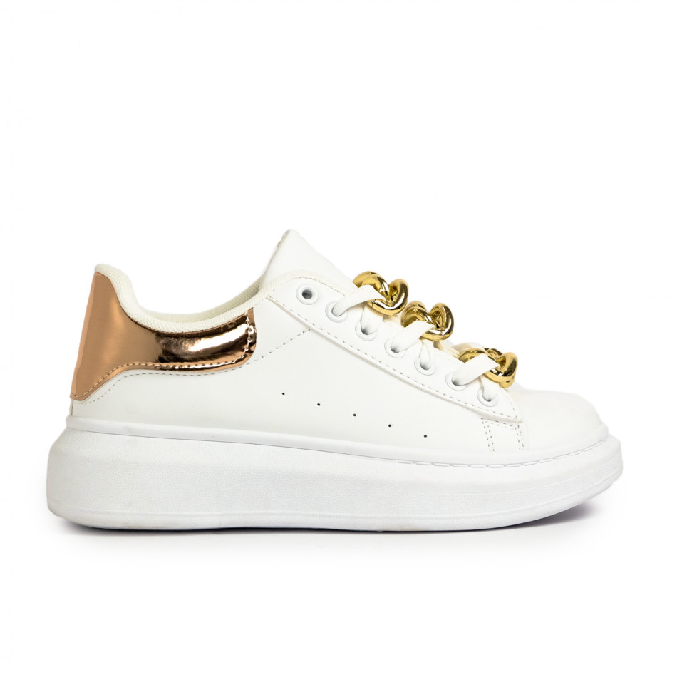 Γυναικεία λευκά sneakers με διακοσμητική αλυσίδα