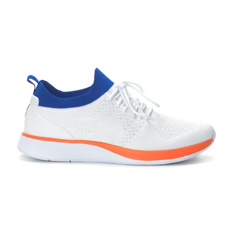 b3908bb96fa1 Ανδρικά λευκά αθλητικά παπούτσια με λεπτομέρειες σε μπλε και πορτοκαλί