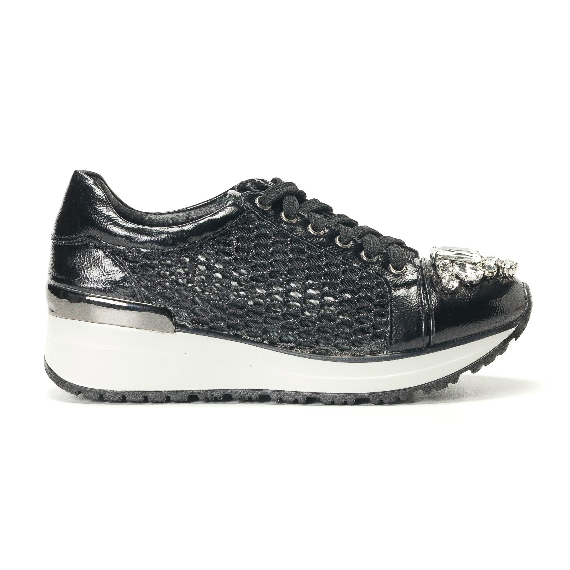 Γυναικεία μαύρα sneakers με πλατφόρμα και συνδυάσμο υφασμάτων