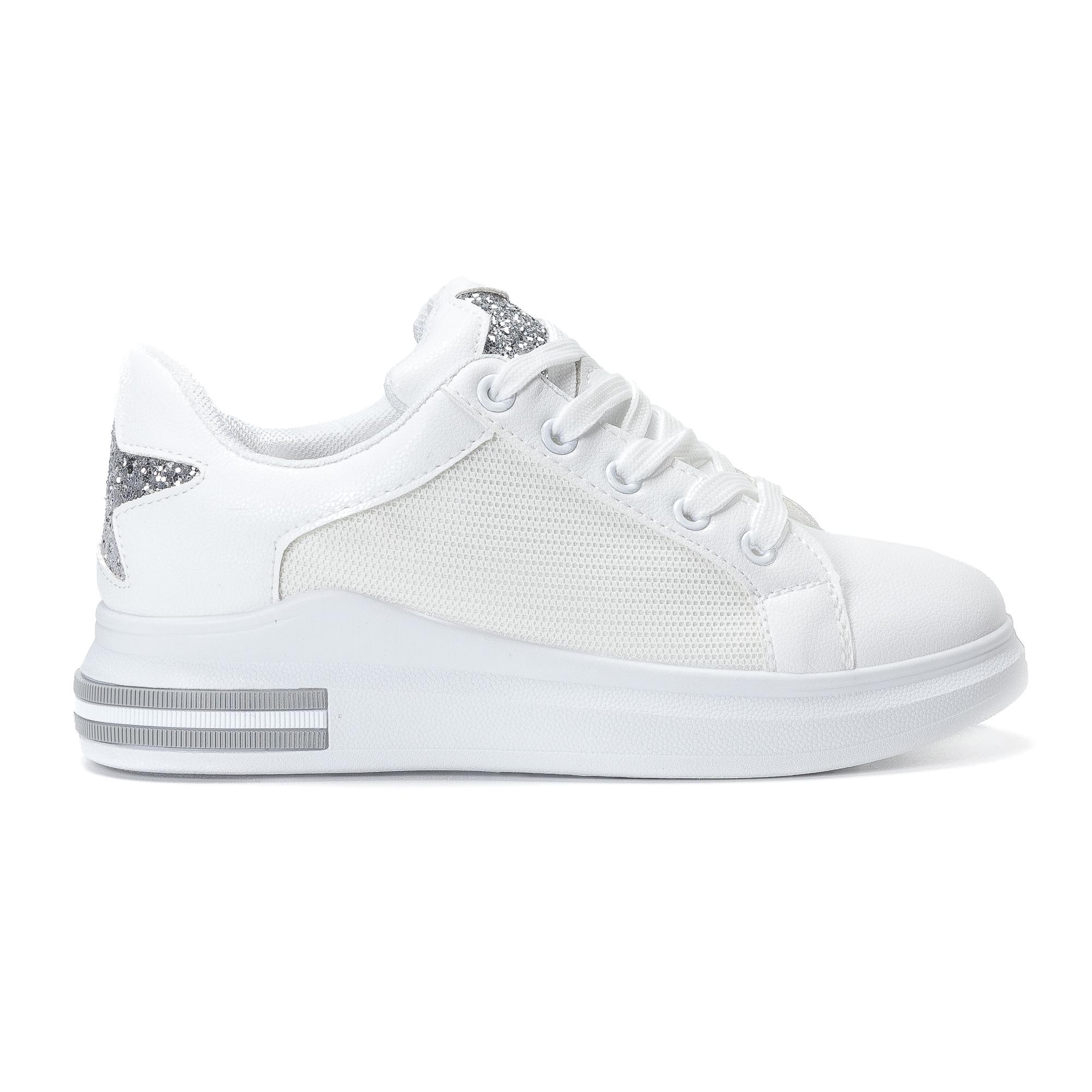 Γυναικεία λευκά sneakers από οικολογικό δέρμα με ασημένια αστεράκια