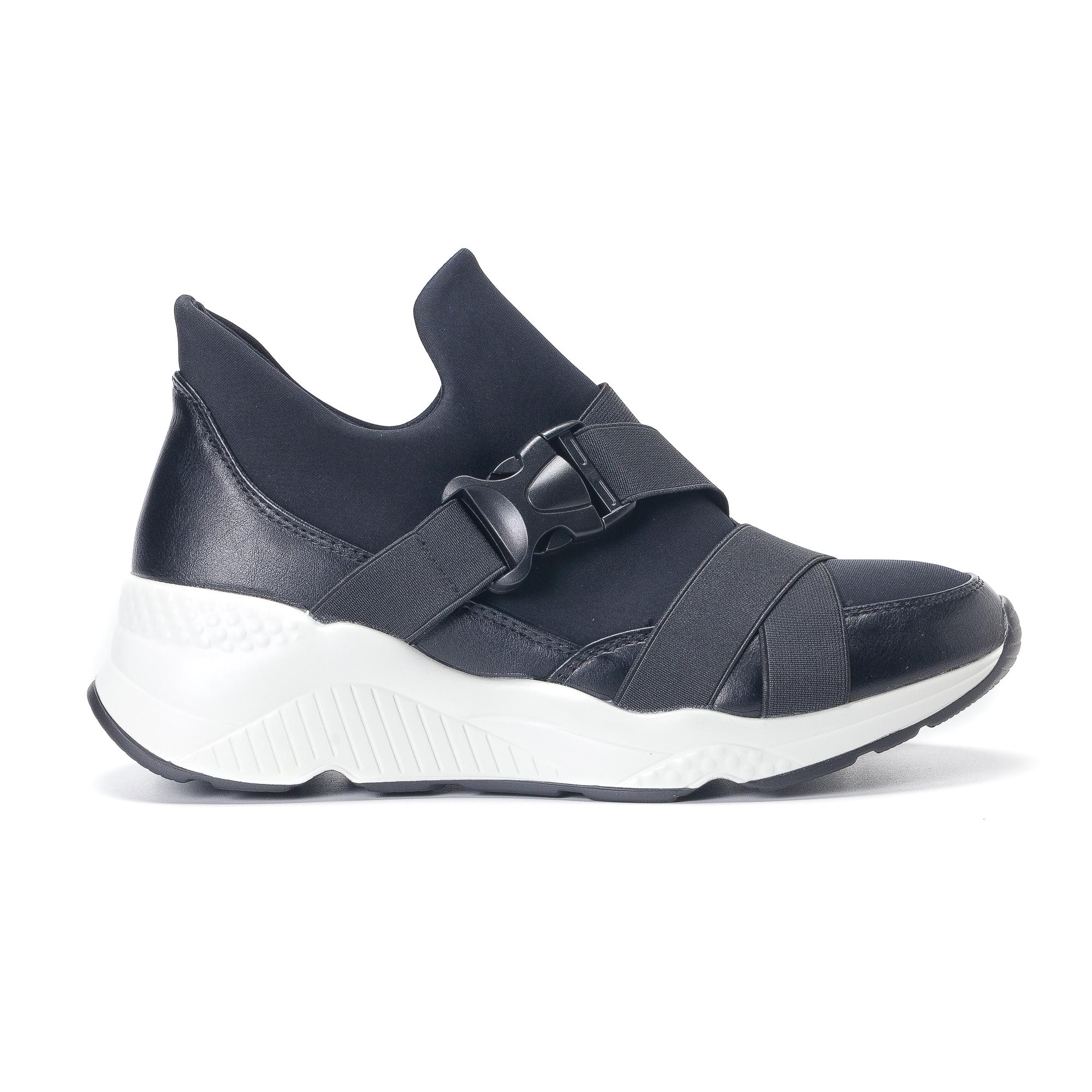 Γυναικεία μαύρα υφασμάτινα αθλητικά παπούτσια με λάστιχα 55708