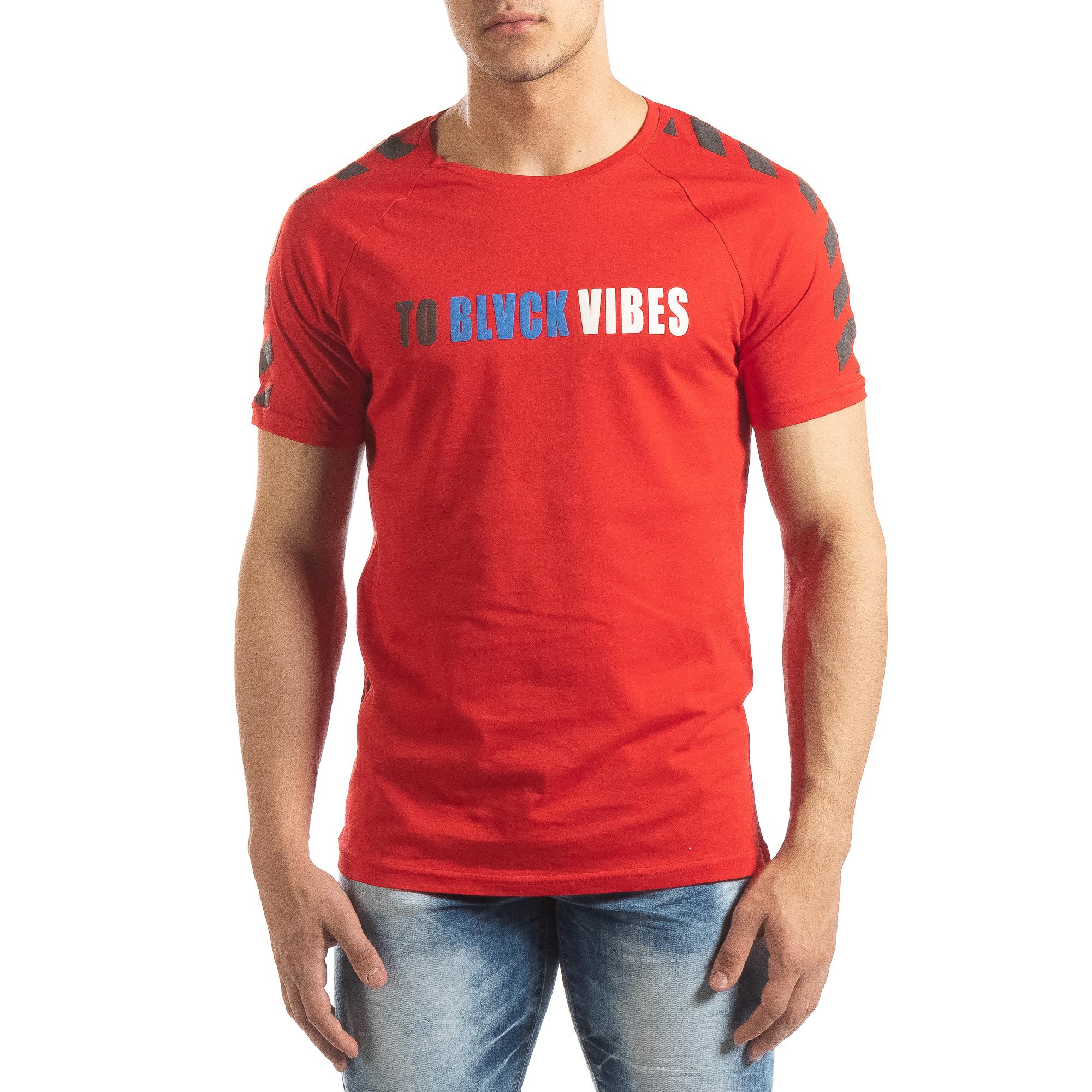Ανδρική κόκκινη κοντομάνικη μπλούζα με λεπτομέρειες στα μανίκια