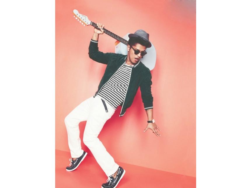 Свежа колежанска визия от Bruno Mars