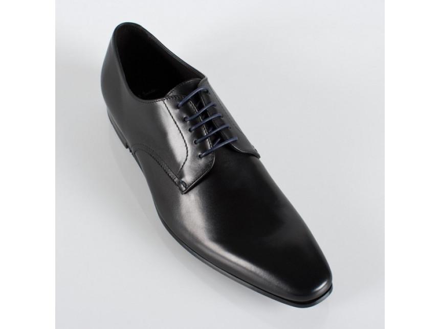 Обувките издават